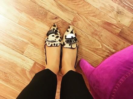who loves shoes ? #chiaraferragni #shoelover #winter #happyfall #instafollow #sagmeister #sagmeis…