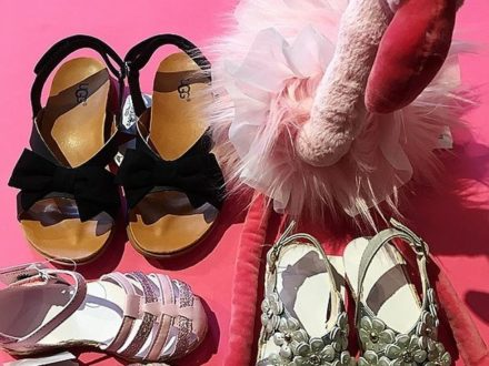 Die neuen @ugg Sommerschuhe sind da !!  Der Rosafarbene hat es uns besonders angetan, welcher ist…