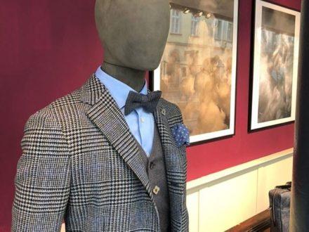 Outfit  Glencheck kombiniert mit  kräftigen Farben (in unserem Fall ein kräftiges Blau) Ein abs…