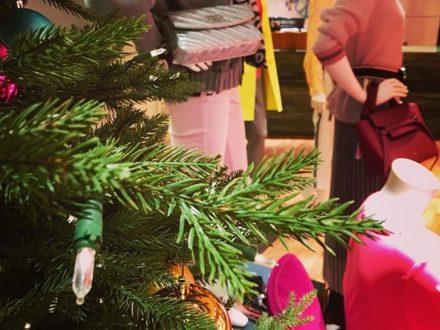 CHRISTMAS SHOPPING DAYS… #sagmeister #sagmeisterwalsh #present #stefansagmeister #christmas #ch…