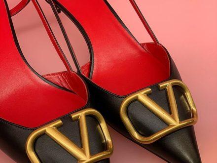 VALENTINO GARAVANI… @maisonvalentino #valentino #rockstud #bag #new #newsaison #fashion #style …